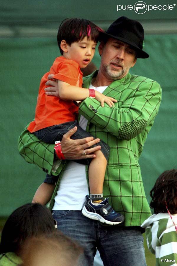 Nicolas Cage et son fils Kal-El prennent du bon temps au Glastonbury Extravaganza à Somerset en Angleterre