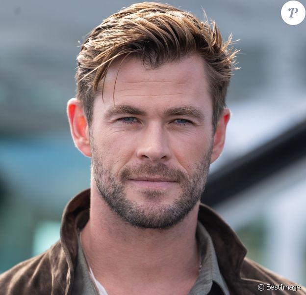 Chris Hemsworth pose lors du lancement de la collection Autavia de TAG Heuer à Sydney en Australie le 25 juin 2019.