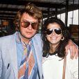 Johnny Hallyday et Babeth Etienne en avril 1981, quelques mois avant leur mariage éclair.