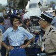 """Louis de Funès, Guy Grosso et Elisabeth (Babeth) Etienne lors du tournage du film """"Le Gendarme et les gendarmettes"""" en novembre 1982."""