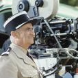 """Louis de Funès sur le tournage du film """"Le Gendarme et les gendarmettes"""" en novembre 1982."""