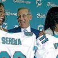 Venus et Serena Williams sont devenus actionnaires monoritaires de la franchise des Miami Dolphins, et ont été présentées le 25 août 2009