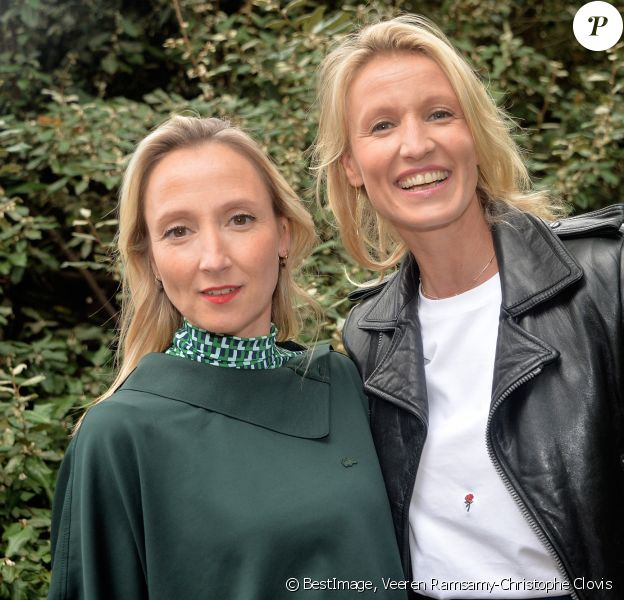 Audrey Lamy et sa soeur Alexandra Lamy - People au défilé Lacoste Collection Prêt-à-Porter Printemps/Eté 2020 lors de la Fashion Week de Paris, le 1er octobre 2019. © Veeren Ramsamy-Christophe Clovis/Bestimage