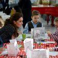 Kate Middleton, duchesse de Cambridge, visite un atelier du programme hospitalier de la National Portrait Gallery à l'hôpital pour enfants Evelina à Londres le 28 janvier 2020.