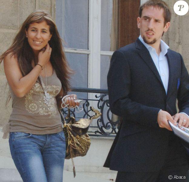 Franck Ribéry et sa femme Wahiba quittent l'Elysée après un déjeuner offert par Jacques et Bernadette Chirac, le 10 juillet 2006. Photo by Christophe Guibbaud/ABACAPRESS.COM