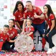 Franck Ribéry champion d'Allemagne avec son équipe du Bayern Munich célèbre son nouveau sacre avec sa femme Wahiba et leurs quatre enfants,  Hizya, Shakinez, Seïf el Islam et  Mohammed. Instagram, mai 2018.