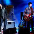 Liam et Noel Gallagher sur un plateau de télévision italienne en novembre 2008