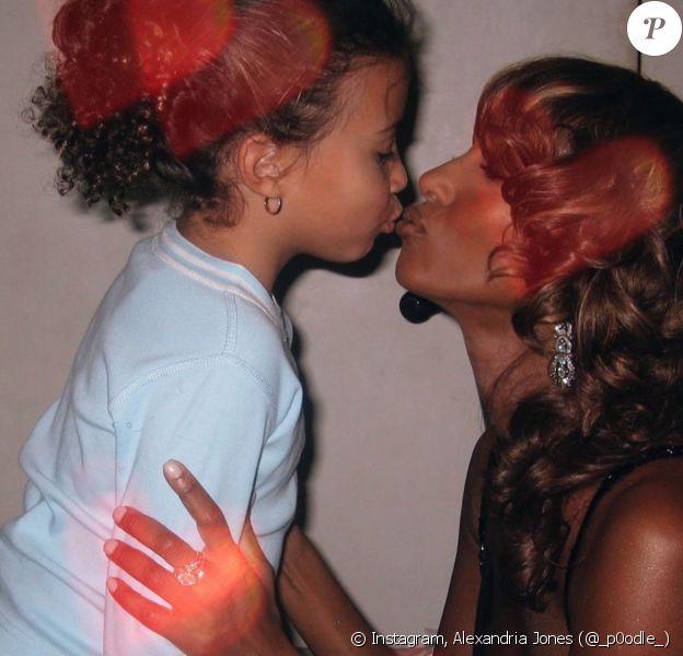 Iman Bowie et sa fille Alexandria, enfant. Photo publiée le 10 mai 2020.