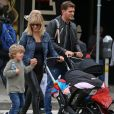 Exclusif - Michael Buble se balade avec ses enfants Noah, Elias, son nouveau-né Vida et sa femme Luisana dans les rues de Vancouver au Canada, le 11 septembre 2018.