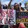 Paris Jackson manifeste avec le mouvement Black Lives Matter, contre les violences policières, après la mort de George Floyd. Los Angeles, le 30 mai 2020.