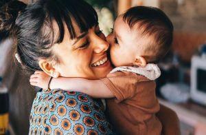 Alizée : Jolie complicité entre sa fille Maggy (6 mois) et Jon Snow