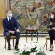 Le roi Felipe VI et la reine Letizia d'Espagne portent des masques pour se protéger de l'épidémie de Coronavirus (Covid-19) - Les audiences reprennent au Palais de la Zarzuela à Madrid le 28 mai 2020.