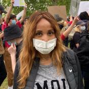 Cathy Guetta manifeste pour Black Lives Matter avec son fils Elvis