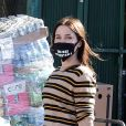Exclusif - Sophia Bush, équipée d'un masque, fait quelques provisions à Los Angeles, le 21 mai 2020, avant le week-end du Memorial Day