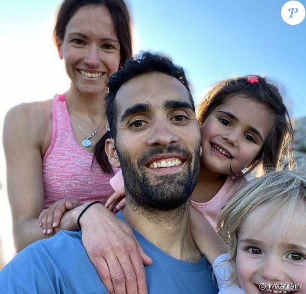 Martin Fourcade, sa femme Hélène et leurs filles Manon et Inès, photo publiée sur Instagram par le champion de biathlon le 5 juin 2020.