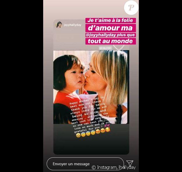 Joy Hallyday a adressé une jolie déclaration d'amour à sa maman Laeticia Hallyday à l'occasion de la fête des Mères célébrée en France le 7 juin 2020.