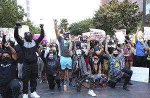 Cole Sprouse et Kaia Gerber proches : ils manifestent ensemble à Los Angeles