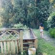 Faustine Bollaert dévoile une photo de sa fille dans leur jardin, le 20 mai 2020