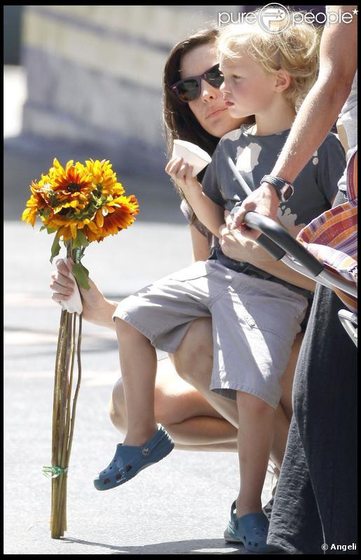 Liv Tyler en balade avec son fils Milo au marché à Los Angeles