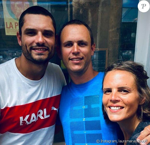 Laure Manaudou pose avec ses frères, à Marseille, le 22 juin 2020.