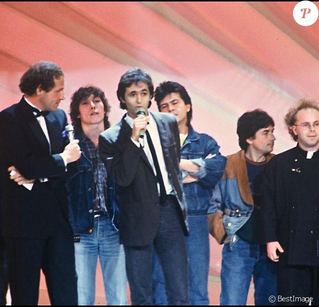 Jean-Jacques Goldman, Michael Jones, Claude Le Péron (derrière JGG) aux Victoires de la Musique en 1987 à Paris