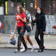 Exclusif - Lourdes Leon, la fille de Madonna se promène à New-York avec des amies le 18 juin 2020. Elle porte un masque pour se protéger de l'épidémie de Coronavirus (Covid-19).