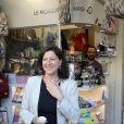 Exclusif - Agnès Buzyn, candidate à la mairie de Paris, rencontre des riverains et des commerçants rue Lepic avec Pierre-Yves Bournazel, tête de liste du 18ème arrondissement de Paris le 22 juin 2020.