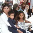 Paloma Jimenez et ses enfants - Vin Diesel laisse ses empreintes dans le ciment hollywoodien au TCL Chinese Theater à Hollywood, le 1er avril 2015.