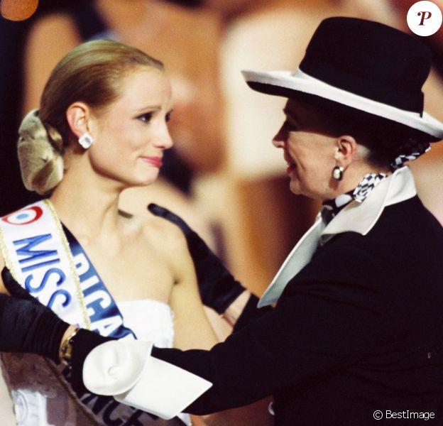 Archives - Elodie Gossuin, Miss Picardie est élue Miss France 2001 avec Geneviève de Fontenay au Grimaldi Forum à Monaco 10/12/2000 -