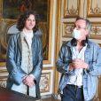 """Thomas Solivéres et Alain Tasma - Tournage de la série télévisée """"Les Aventures du jeune Voltaire"""" au Château de Chantilly, le 7 juillet 2020. © Coadic Guirec/Bestimage"""