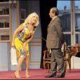 Amanda Lear et Raymond Acquaviva dans la pièce de théâtre  Panique au ministère .