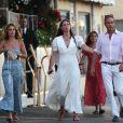 Andrea Casiraghi et sa femme Tatiana Santo Domingo se baladent main dans la main dans les rues de Saint-Tropez le 9 juillet 2020.