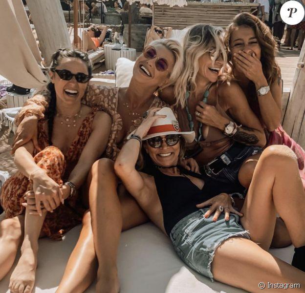 Capucine Anav, Fiona Cabaye et Katrina Patchett passent leurs vacances ensemble dans le Sud de la France en juillet 2020.