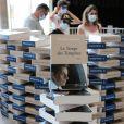 """Illustration - L'ancien président Nicolas Sarkozy dédicace son nouveau livre """"Le temps des tempêtes"""" à l'espace culturel du centre commercial Leclerc Baleone à Ajaccio, en Corse le 24 juillet 2020. L'ancien président a profité de son séjour sur l'île de beauté pour commencer sa tournée des dédicaces. Les derniers livres de Nicolas Sarkozy ont été des succès, l'affluence du jour à Ajaccio semble confirmer cette règle. Le 24 juillet 2020 a Ajaccio, CORSE, FRANCE. © Crystal Pictures /Bestimage"""