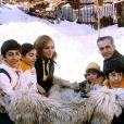 Le Shah d'Iran, son épouse Farah Diba et leurs enfants à Saint Moritz en 1975.