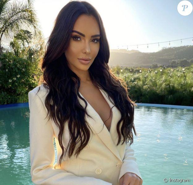 Nabilla, ex-star de télé-réalité devenue business woman.