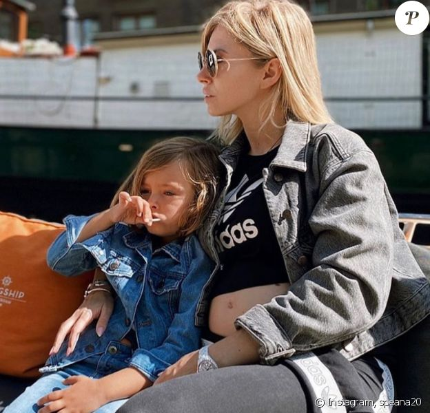 Stéphanie Clerbois enceinte de son deuxième enfant, pose avec son fils Lyam - Instagram, 27 juillet 2020
