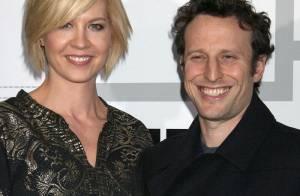 Jenna Elfman, de Dharma et Greg, est... enceinte !