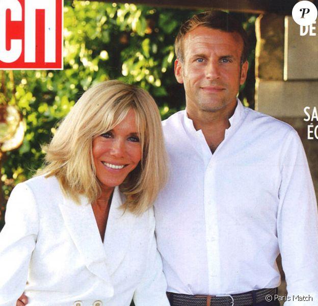"""Emmanuel Macron et son épouse Brigitte Macron dans le magazine """"Paris Match"""" du 20 août 2020."""