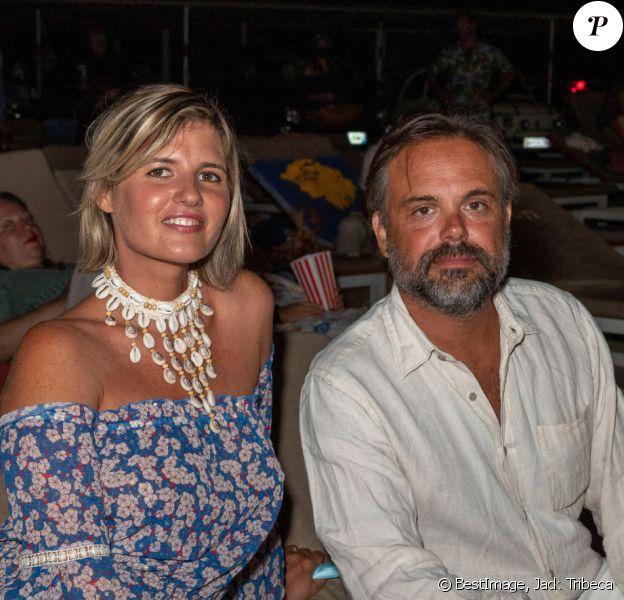Exclusif - Romain Sardou et sa compagne Kym Thiriot lors d'une séance de cinéma en plein air sur la plage de Tahiti à Ramatuelle © Jack Tribeca / Bestimage