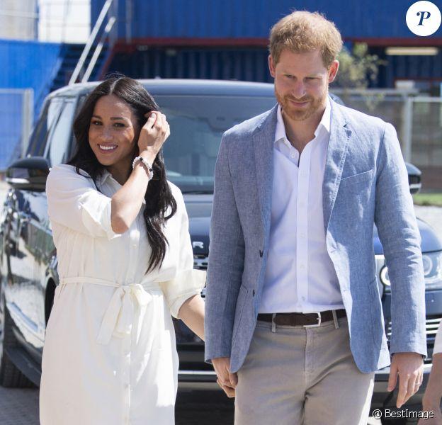 Le prince Harry, duc de Sussex, et Meghan Markle, duchesse de Sussex, rencontrent des jeunes entrepreneurs locaux à Tembisa près de Johannesburg, le 2 octobre 2019, lors de leur dernier jour en Afrique du Sud.