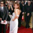 Kate Walsh radieuse en gris perle à la cérémonie des Emmy Awards à Los Angeles le 20/09/09