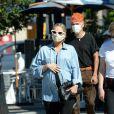 Exclusif - Ashlee Simpson, enceinte et son mari Evan Ross célèbrent leurs 3 ans de mariage avec des amis proches à Rocco's Tavern à Studio City, en Californie le 31 août 2020. Ils portent des masques pour faire face à l'épidémie de Coronavirus (COVID-19).