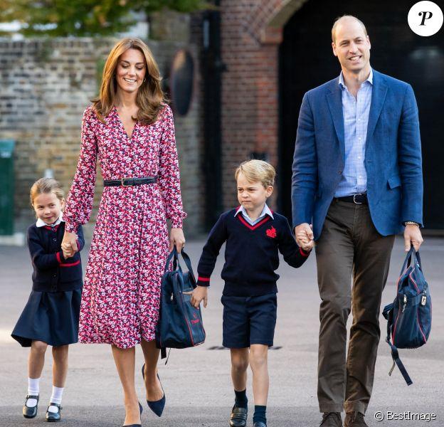 """Le prince William et Catherine Kate Middleton, duchesse de Cambridge, emmènent leur fille la princesse Charlotte de Cambridge avec leur fils le prince George à l'école """"Thomas's Battersea"""" le jour de la rentrée scolaire (2019)."""