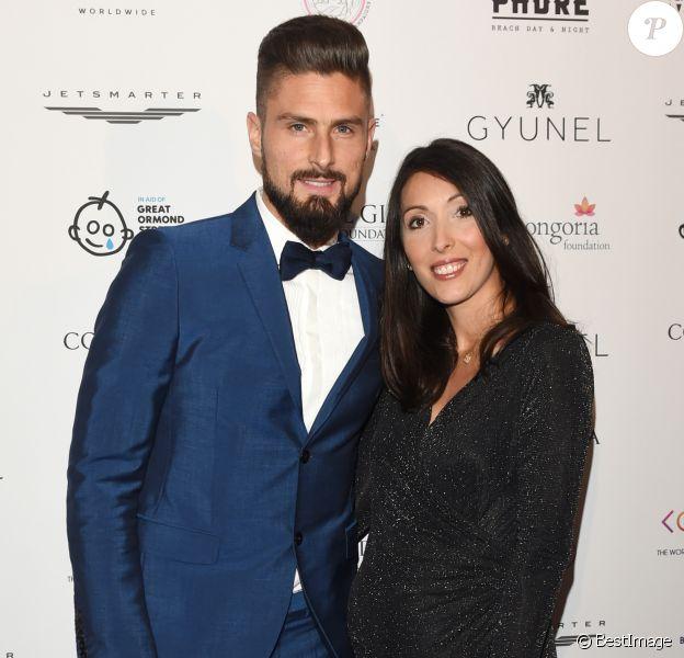 Olivier Giroud et sa femme Jennifer, enceinte - Les célébrités posent lors du photocall de la soirée Global Gift à Londres le 18 novembre 2017.