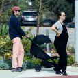 Exclusif - Leighton Meester, 33 ans, enceinte de son deuxième enfant, et son mari Adam Brody se promènent à Los Angeles avec leur fille Arlo Day, 4 ans, pendant l'épidémie de coronavirus (Covid-19), le 31 mars 2020.