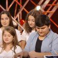 """Battle entre Julien, Samvel et les six membres de Musical Kids dans """"The Voice Kids 2020"""", le 19 septembre, sur TF1"""