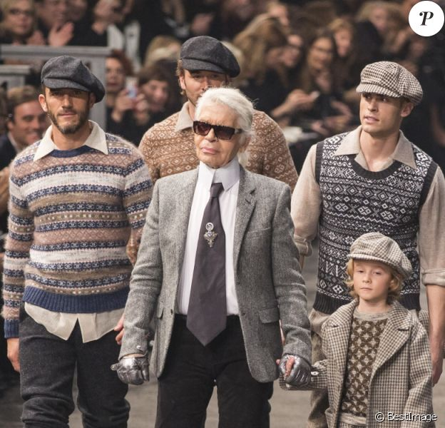 Karl Lagerfeld, Sébastien Jondeau, Brad Kroenig et son fils Hudson Kroenig, Baptiste Giabiconi - Présentation de la collection Chanel Métiers d'Art Paris-Rome aux studios Cinecitta à Rome, le 1er décembre 2015. © Olivier Borde/Bestimage
