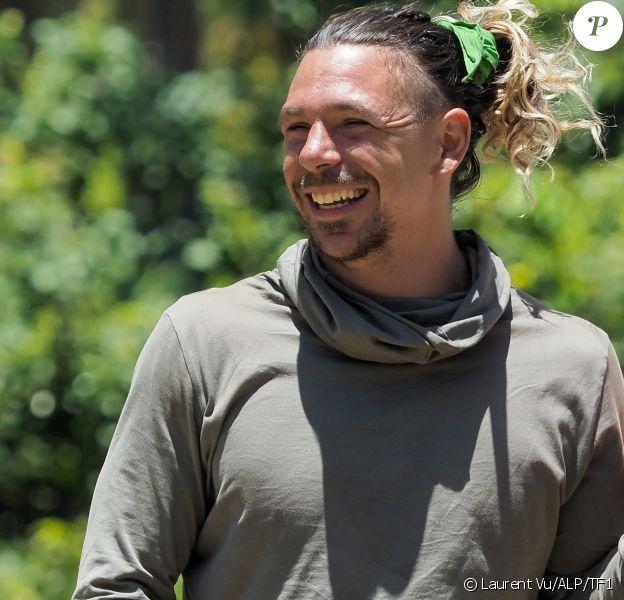 """Bertrand-Kamal, aventurier de l'équipe de l'Est, dans """"Koh-Lanta, Les 4 Terres""""."""