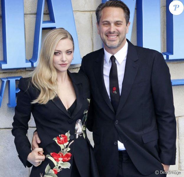 """Amanda Seyfried et son mari Thomas Sadoski à la première de """"Mamma Mia! Here We Go Again"""" au cinéma Eventim Apollo à Londres."""